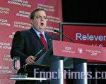 图:安省财政厅长Dwight Duncan 3月26日公布超过1000亿元的2009-10安省预算案(摄影:周行/大纪元)。