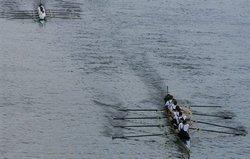 英国名校划船赛 牛津力克剑桥
