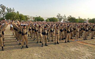 印度德里警校千名学生学炼法轮功