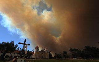 美国亚利桑那及加州遭山林大火肆虐