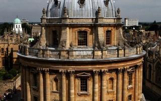 牛津包德图书馆 禁用活梯取古书