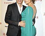 珍妮弗-洛佩兹(Jennifer Lopez)和老公马克-安东尼(Marc Anthony)出席第三届Noche de Ninos派对。(图/Getty Images)