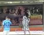 趙春紅噴反腐標語(訪民提供)