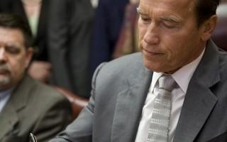 美加州州长签署预算案欲结束经济危机