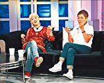 范晓萱昨上节目与母亲DD同受访。(中天提供)