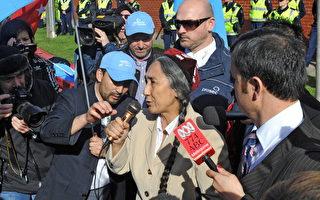 維吾爾族人士在墨爾本中國領事館抗議