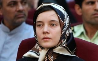 法國女教師暫獲釋 審訊前未准離伊境