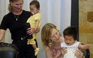 領養中國兒童家庭紛紛帶子女做尋根之旅