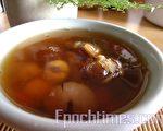 许多人选择在秋天吃莲子养生滋补(摄影:杨美琴/大纪元)