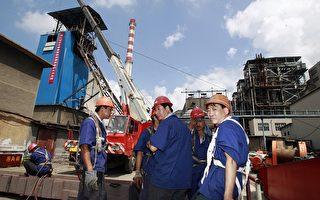 中國以限制稀土金屬出口,掐住全球高科技製造業的咽喉,受影響最大的日本擬透過WTO反制。(TEH ENG KOON/AFP/Getty Images)