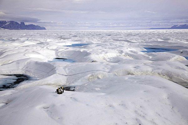 丹麥國防情報局報告顯示,中共軍隊正在通過在北極的研究為渠道,加大涉足北極。(Handout/Greenpeace/AFP)