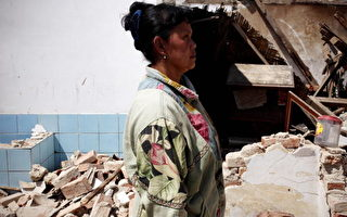 组图:印尼地震逾8万房屋被毁 数万人无家可归