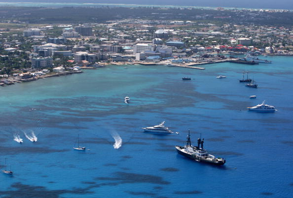 去年,大陸富豪將數百億美元注入包含開曼島在內的離岸信託。圖為大開曼島喬治城 (David Rogers/Getty Images)