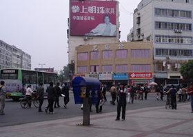 湖北随州800工人游行示威 抗议待遇不公