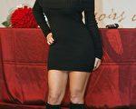 瑪麗亞凱莉身穿著黑衣連身衣裙亮麗現身記者會。(圖/大紀元)