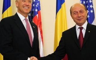 美國副總統拜登抵達羅馬尼亞