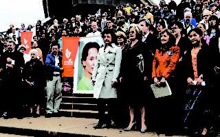 澳朝野領袖夫人攜手出席民主聲援會