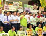 多個政黨昨日均派代表出席抗議領匯加租行動。(攝影:關式明/大紀元)