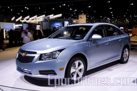 09洛杉磯車展最熱門的小車之一2011年雪佛萊Chevrolet Cruze。(攝影:季媛/大紀元)
