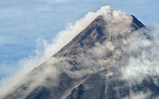 菲律宾马荣火山流出熔岩  居民续撤离