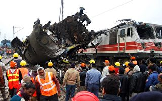 印度列车相撞 10死47伤