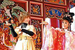 具惠善體驗台灣美  比手畫腳學歌仔戲