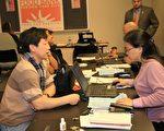 市消費者事務局 (DCA) 在週六為低收入家庭免費報稅。(攝影﹕黎新∕大紀元)