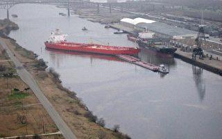 亞瑟港油輪撞駁船 漏油46萬加侖