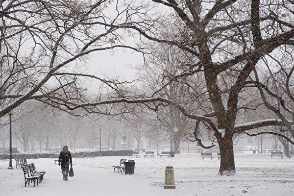 暴风雪袭美中部和东部 八千万人将受影响