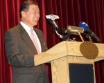 2010年2月26日下午,台灣駐美代表袁健生在代表處舉行的記者會上回顧並展望美臺 關係。(攝影﹕亦平/大紀元)