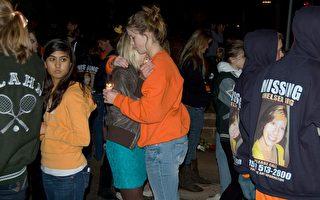 痛失十七岁少女 数千民众烛光悼念
