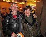 约翰‧罗塞尔先生 (Johann Rosseel)和安娜‧比利特女士(Anne Billiet) 2010年3月10日在比利时布鲁日市(Bruges)观看了美国神韵巡回艺术团的演出。(大纪元)
