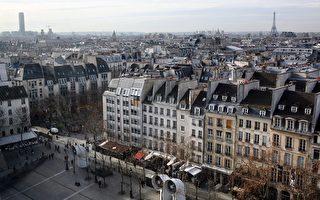根据英国的一项研究,今年法国巴黎已成为世界上生活成本最昂贵的城市 , 其生活成本大概是美国纽约的两倍 。图为从乔治蓬皮杜中心看去的巴黎,图背景是艾菲尔铁塔(右)和蒙帕纳斯大楼。(LOIC VENANCE/AFP/Getty Images)