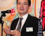 王征昨日高调在亚视露面,并大谈其与香港富豪的关系。资深媒体人金钟认为,以王征的处事风格,很有可能是在香港从事统战工作,但浓厚的党文化作风可能对亚视前景不利。(摄影:潘在殊/大纪元)