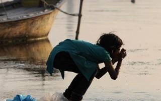 水不净 每天4千名儿童腹泻死亡