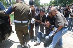 军警违法强行没收印尼新纪元电台广播器材