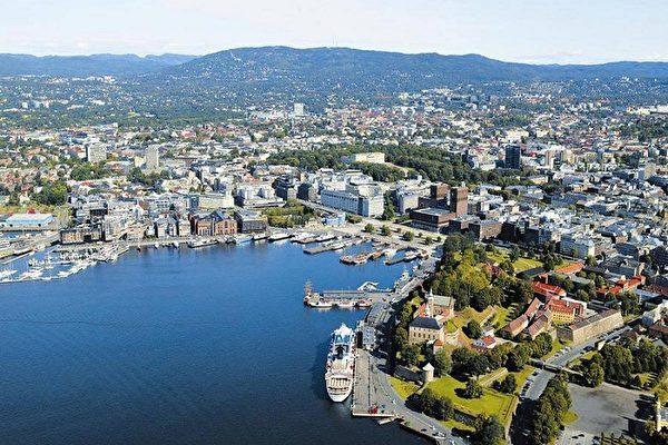 挪威解除全部防疫管制 民众涌上街头狂欢