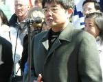 郭國汀律師:「維護人權律師的利益就是維護每一個中國人自己的利益,中國人或中國法律人有什麼理由袖手旁觀呢?」圖為郭律師在溫哥華聲援二千萬退出中共邪黨的活動中發言。(大紀元)