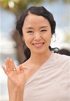 組圖:韓片《侍女》記者會 全度妍白裙優雅亮相