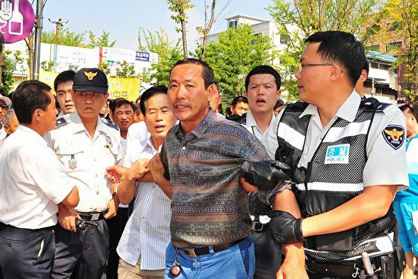 攻击法轮功学员 中共两暴徒被韩国法院判刑