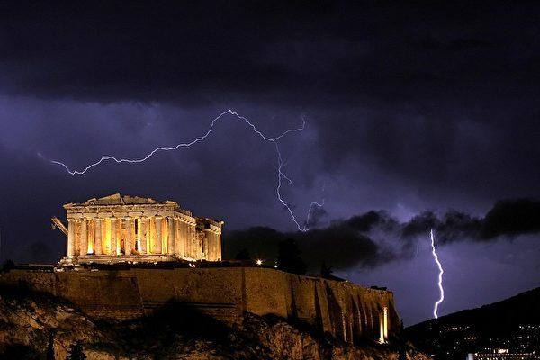 一些人明白,瘟疫是神靈在懲罰雅典人了。(AFP)