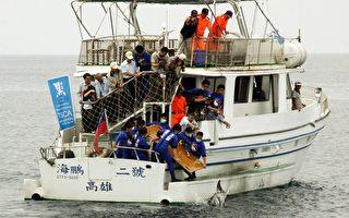 小虎鲸抢救成功  台南出海野放