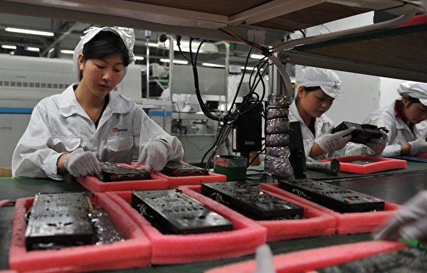 中共強制大型企業先行復工,但對中小型企業來說,根本沒有開工的本錢。圖為富士康深圳廠區。(AFP)