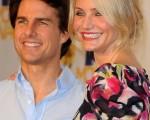 """男星汤姆-克鲁斯(Tom Cruise)和老美女卡梅隆-迪亚兹(Cameron Diaz) 携手登台,阿汤哥个矮一等气势稍逊,形成""""女高男低""""的有趣画面。 (图/Getty Images)"""