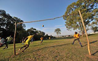 组图:南非掀起足球热
