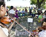 6月12日週六中午,美國舊金山「人道中國」在費利蒙市風景秀麗的伊莉莎白湖畔(Elizabeth lake)舉辦了一個小型音樂、歌唱、燒烤午餐會,歡迎余志堅和喻東嶽兩位天安門勇士及家人來到灣區。有30多位灣區民眾參加了餐會,伴隨著音樂、歌聲、和燒烤,場面親切溫馨。(攝影:馬有志/大紀元)