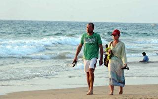 斯里兰卡可伦坡 (Colombo)的外国旅客(LAKRUWAN WANNIARACHCHI/AFP/Getty Images)