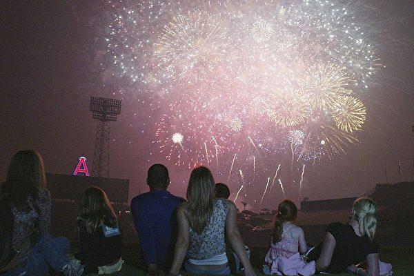 南加各地國慶節週末焰火表演