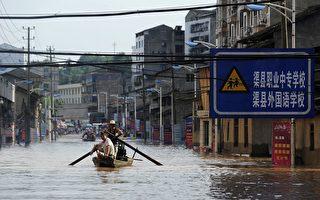 组图:中国洪水泛滥成灾 已逾700死