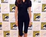 女星Maggie Q为宣传美剧《堕落花》(Nikita)出席展会现场。 (图/Getty Images)